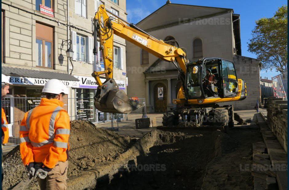 une-premiere-tranchee-a-ete-creusee-devant-le-parvis-de-l-eglise-saint-pierre-photo-alain-laffay-1479278308.jpg