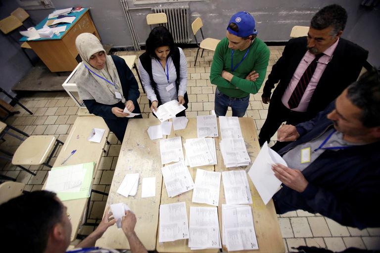 5122680_6_4f20_2017-05-04-6f3d452-gggram07-algeria-election-05_18859984307b4b801a941b375e0f58a6.jpg