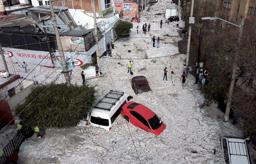 830x532_vehicules-bloques-epaisse-couche-glace-guadalajara-mexique-30-juin-2019-apres-violentes-chutes-grele.jpg