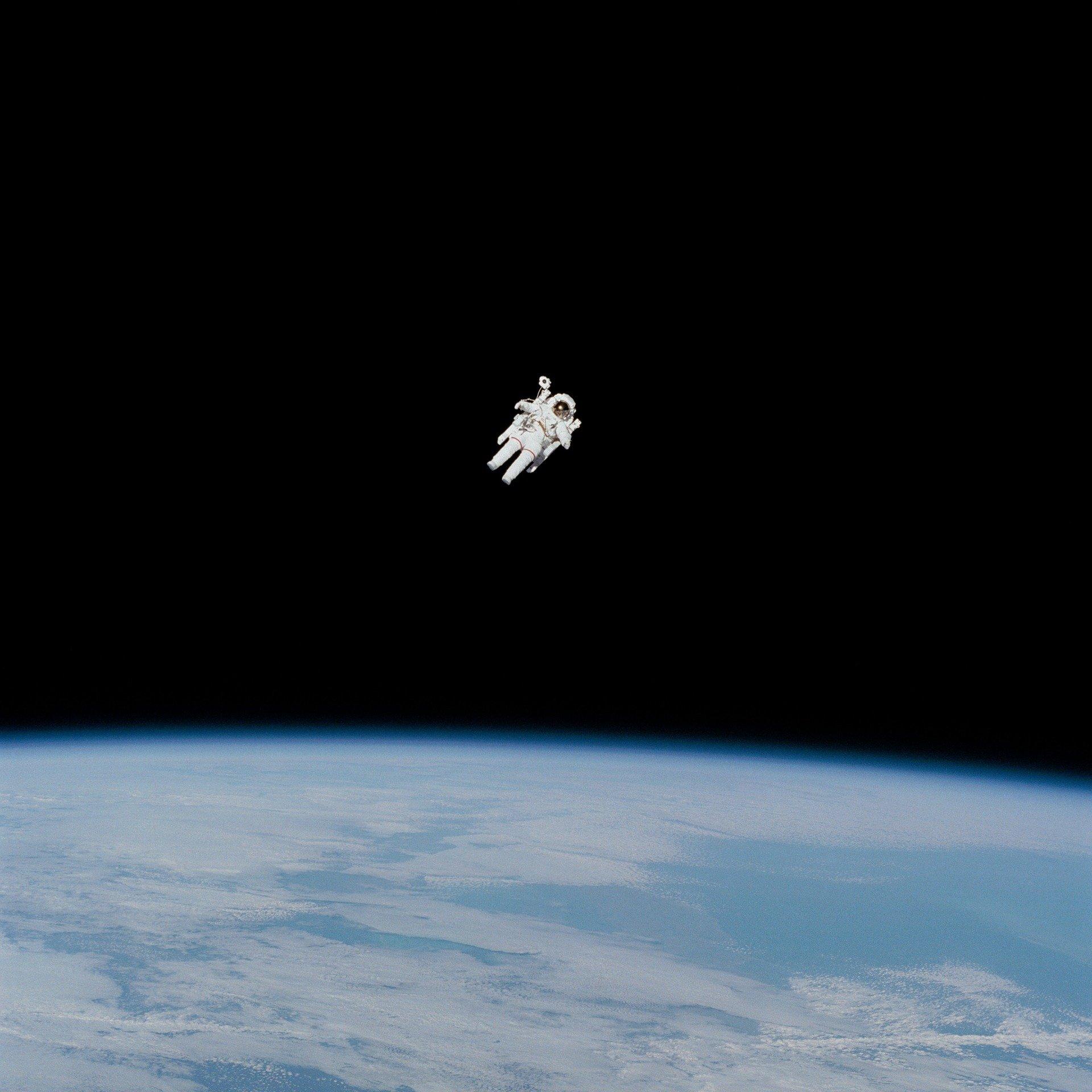 astronaut-gb69be42c2_1920
