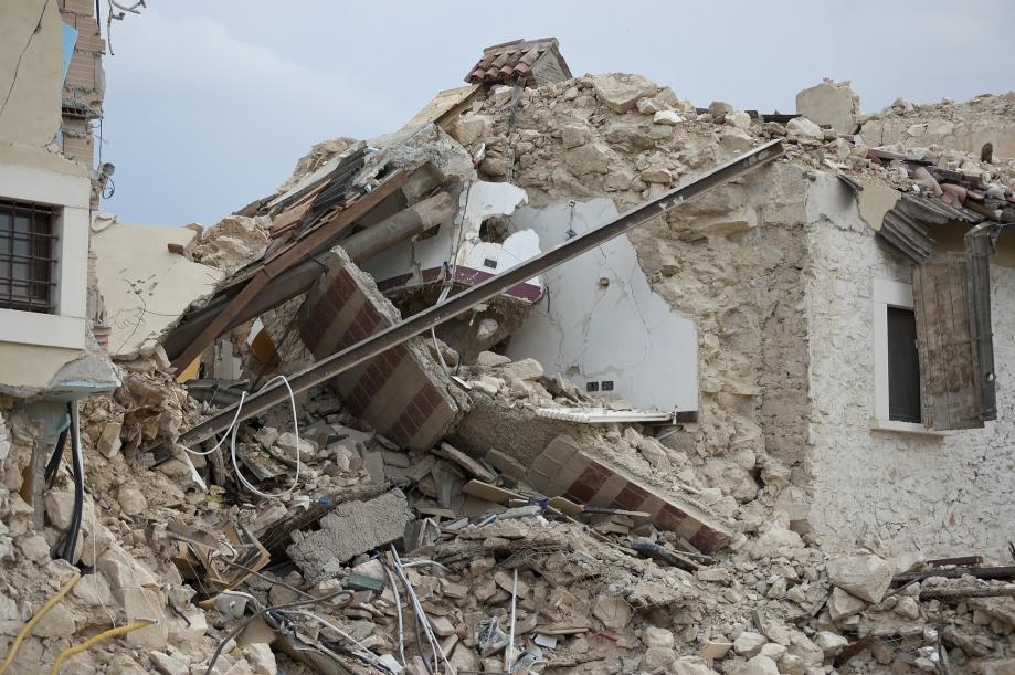 earthquake-1665898_1920