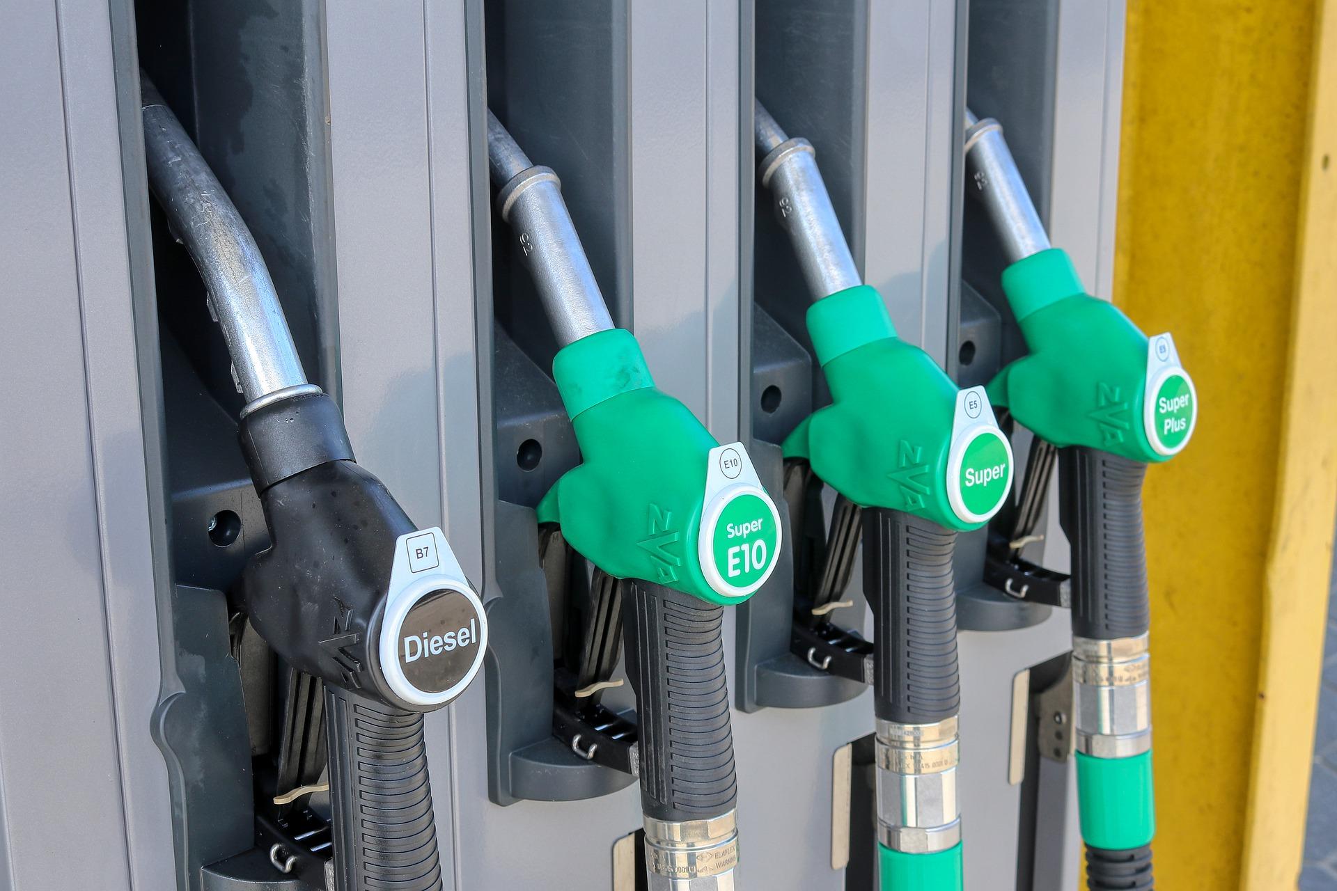 gas-station-4978824_1920