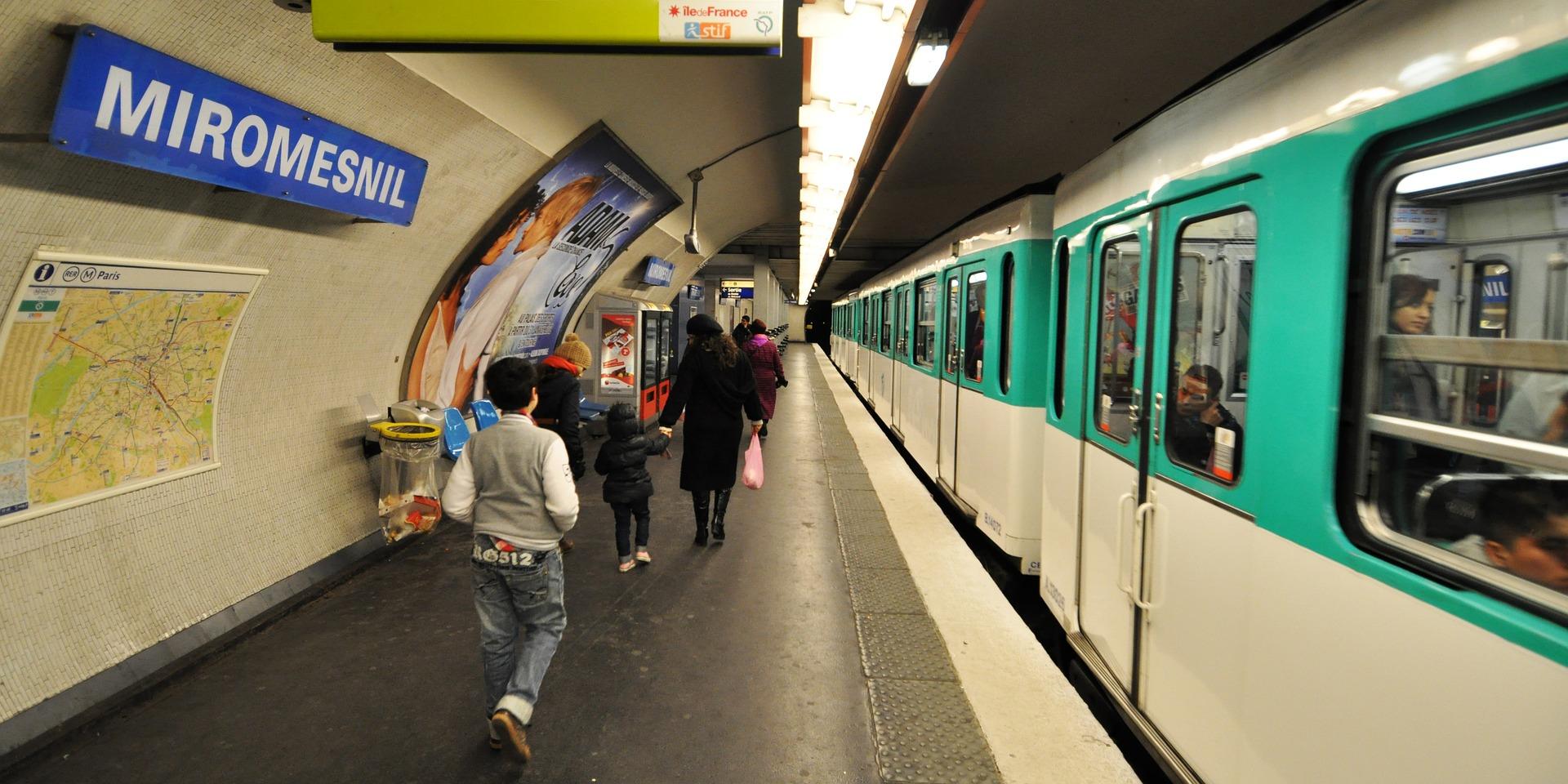 metro-2611115_1920