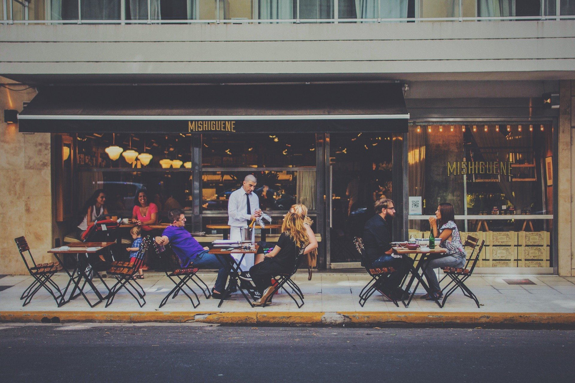 outdoor-dining-1846137_1920