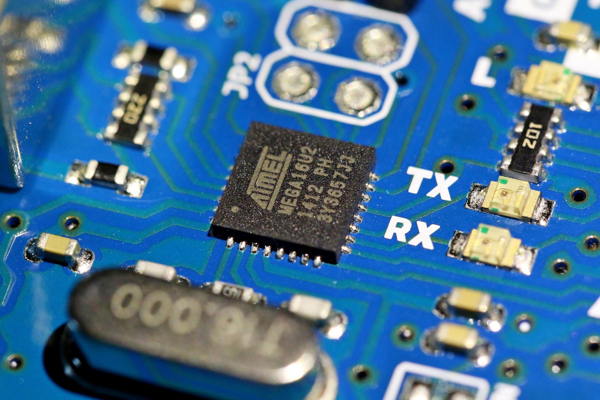 semiconductor-5722982_1920