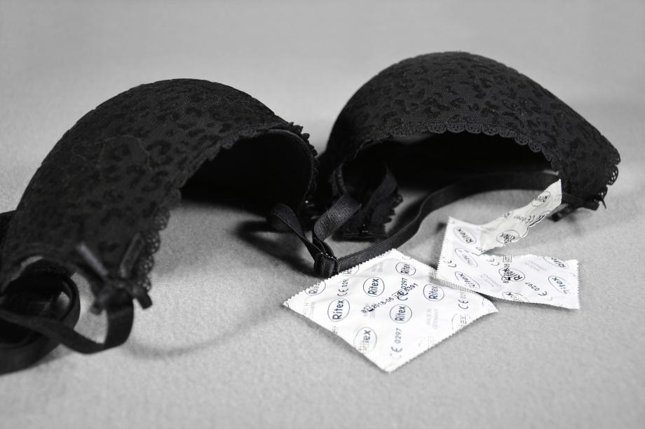sex-2726747_1920
