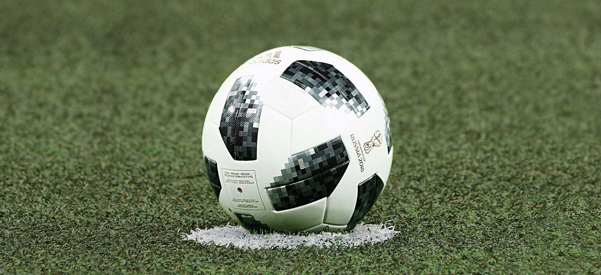 soccer-3475163_1920