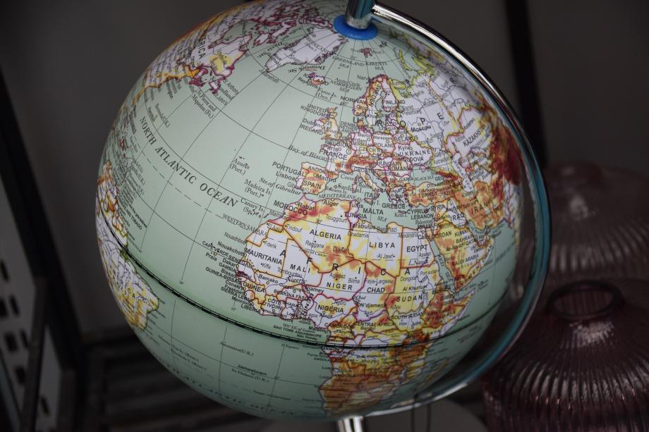 terrestrial-globe-5894861_1920