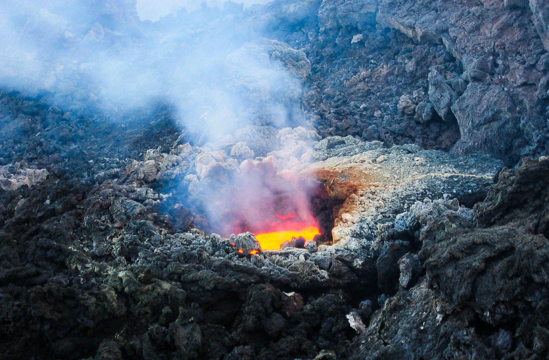 volcano-2111947_1920