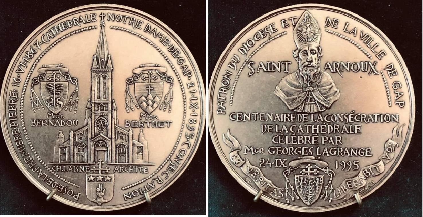 Médaille St Arnoux Cathédrale gap.jpg