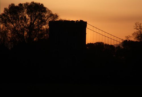 Le Pont suspendu au petit matin