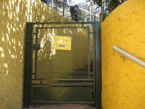 Porte d'entrée au refuge.jpg