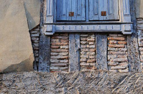 Saint Félix de Lauraguais - Sous le ciment, de magnifiques colombages (Ph. Laurent Crassous)