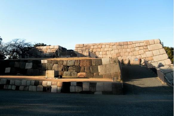 Ruins_of_Edo_Castle_in_Imperial_East_Garden_Tokyo-001.jpg