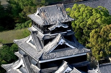 Quake damages roof  walls at Kumamoto Castle:The Asahi Shimbun-001.jpg
