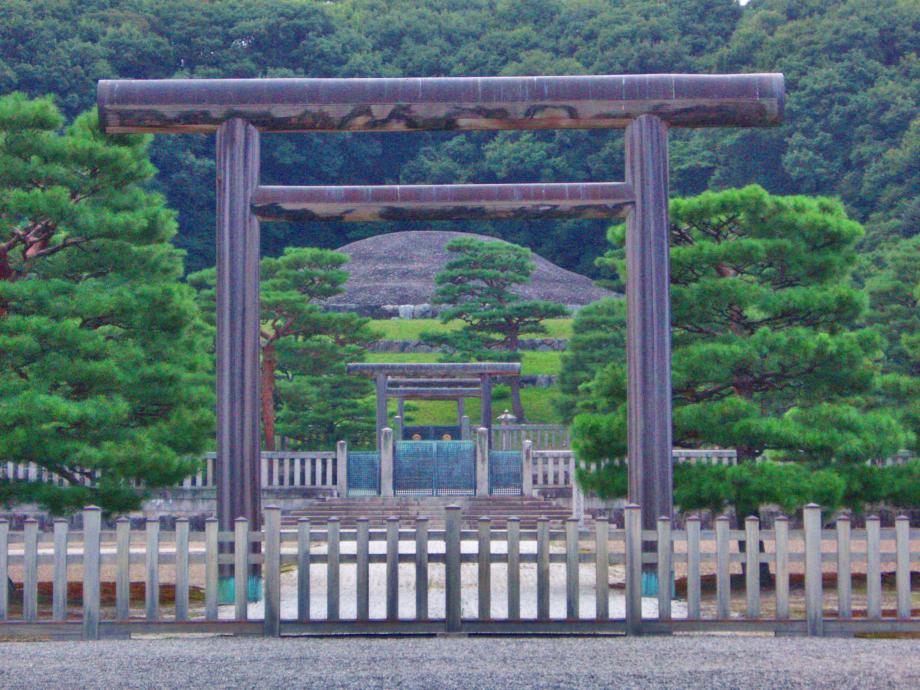 Meiji-burial-mound.jpg