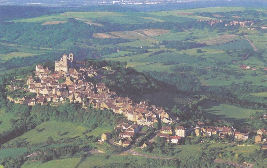Vézelay. Vue aérienne.jpg
