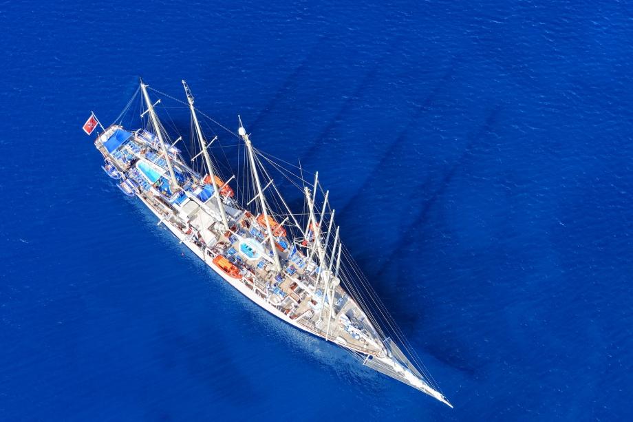 Vue aérienne verticale bateau.jpg
