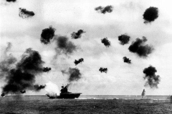Midway. Attaque USS Yorktown.jpg