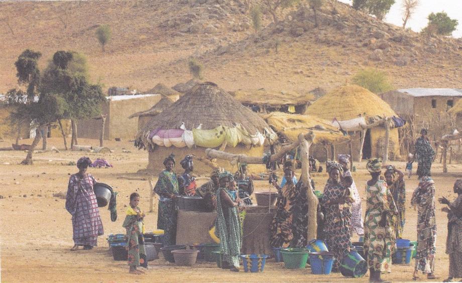Sénégal. Village bordure désert.jpg