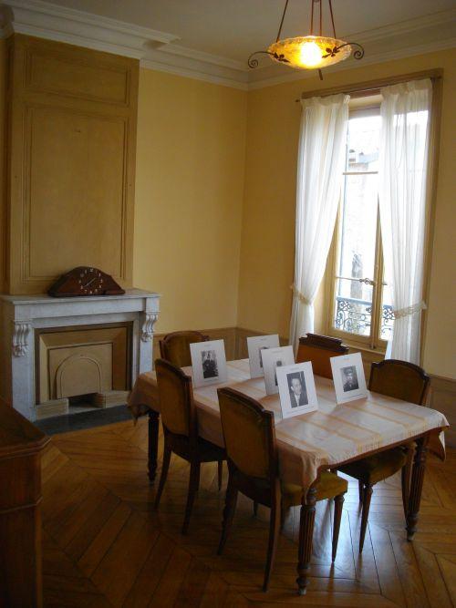 Salle de réunion au 1er étage où se trouvaient :