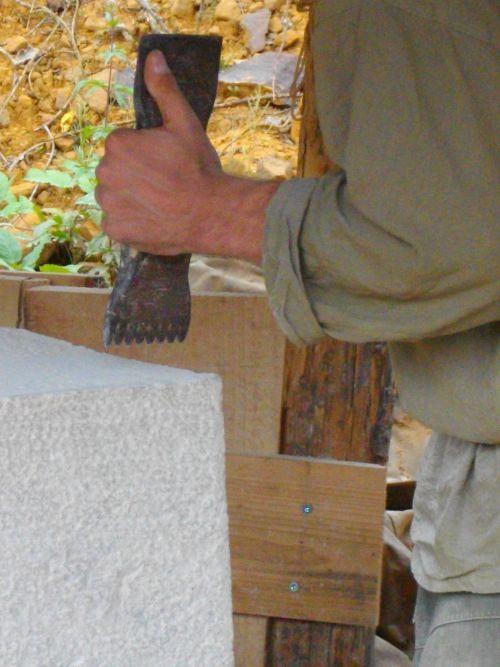 Le tailleur de pierre.