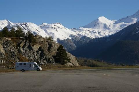 Aire de repos pour camping-car à la montagne