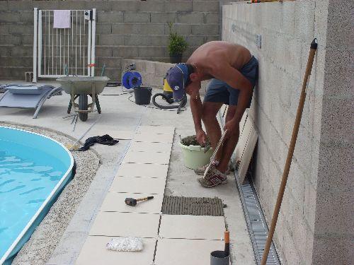 Carrelage de la plage construction piscine olivia waterair for Pose carrelage exterieur double encollage