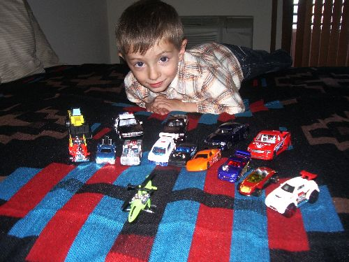Luca joue dans la chambre