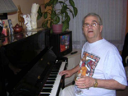 Jean-Marcel au piano