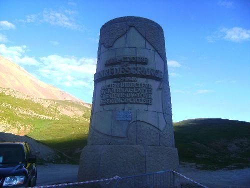 La stèle Henri Desgranges peu avant le col du Galibier