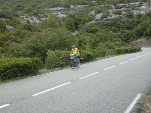 Superbe route pour rejoindre St-Léger du ventoux
