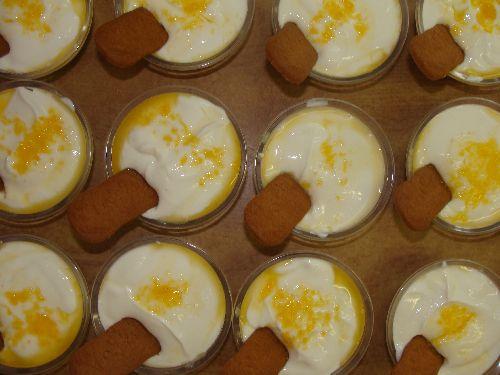 Fromage blanc sur lit de pomme avec son nectar de pêche....