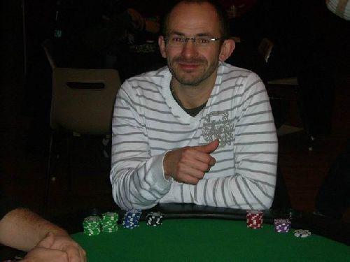 Tonio a sa table aux éliminatoires en Shootout