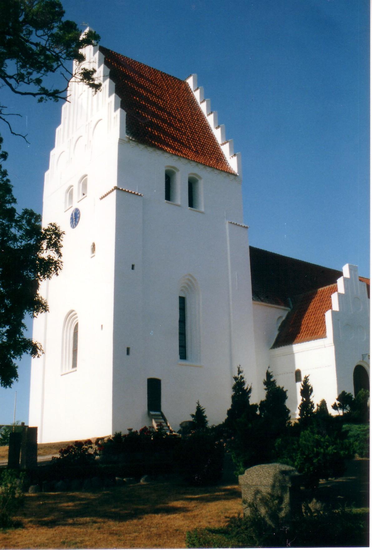 Eglise sur l'ile de Mon 3.jpg