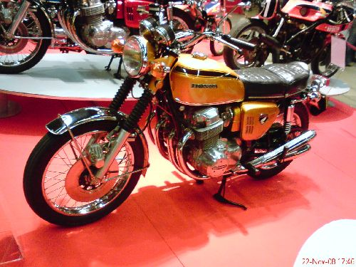 CB 750 Honda (4 pattes) Neuve
