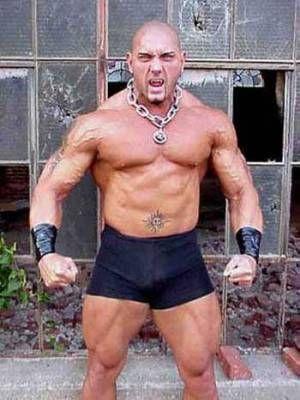 Batista avant (regardez le tatouage au nombril)