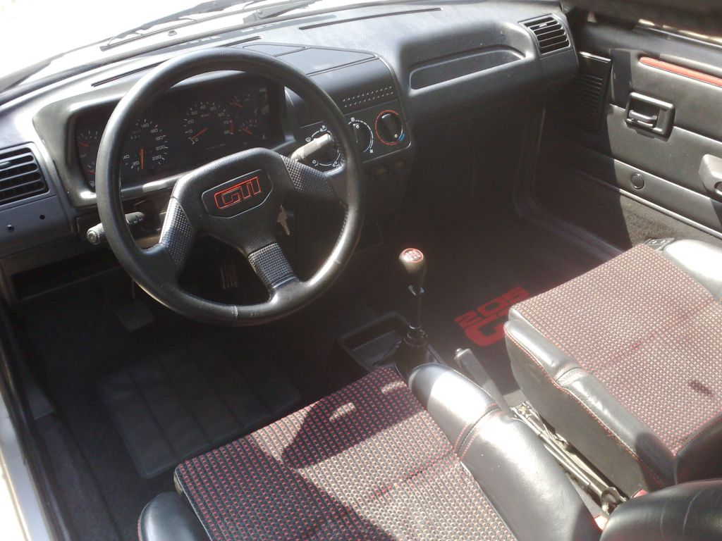 Photos peugeot 205 gti 16v pts for Interieur 205 gti
