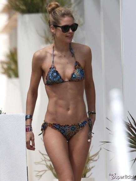 doutzen-kroes-bikini-butt-0325-08-435x580.jpg
