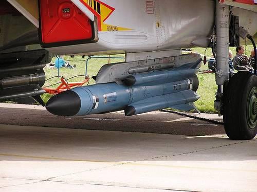 800px-Russian_missile_-MAKS_Airshow_2003.JPG