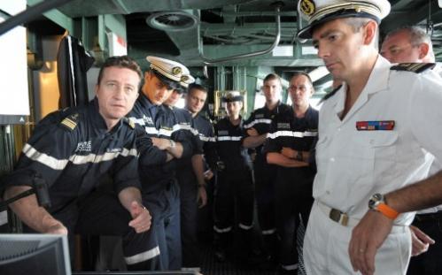 7766936494_officiers-et-marins-de-la-fregate-la-fayette-le-15-juillet-2010.jpg