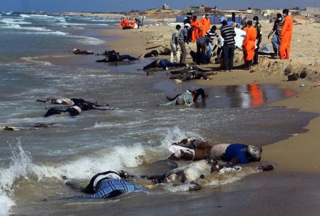 -sur-la-plage-d-al-qarbole-ou-gisent-des-corps-de-migrants-clandestins-a-60-km-a-l-es (1).jpg