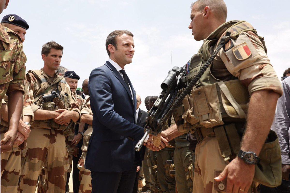 Macron armée.jpg