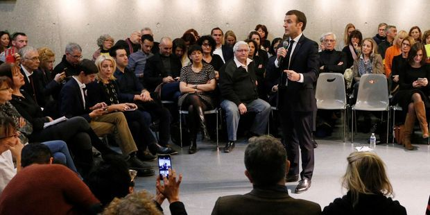 Acte-3-du-grand-debat-Macron-face-aux-maires-et-aux-personnes-agees-puis-invite-surprise-d-un-debat-citoyen.jpg