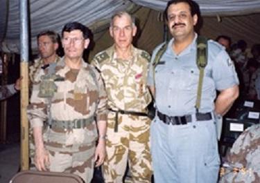 général Ci-contre à droite le général Roquejeoffre avec Sir Peter de la Billiere et Khaled ben Sultan). .jpg