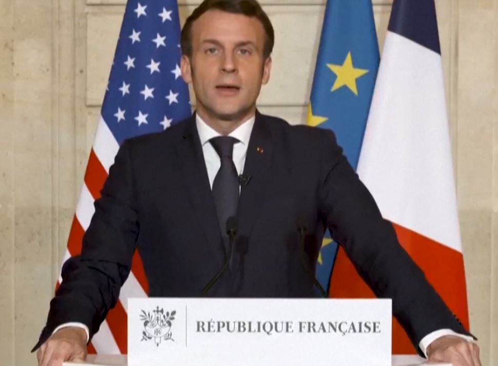 Macron  drapeau.JPG