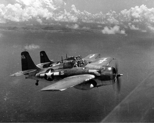Grumman_F4F_Wildcat_in_formation.jpg