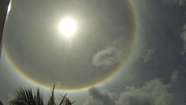 arc en ciel autour du soleil