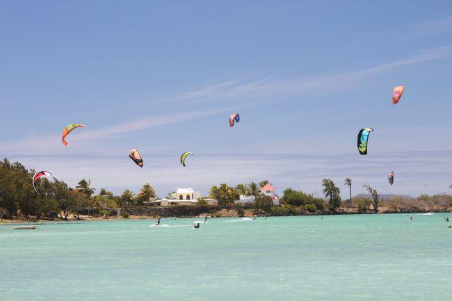 plage suivante apès bain boeuf idéale pour le wind surf