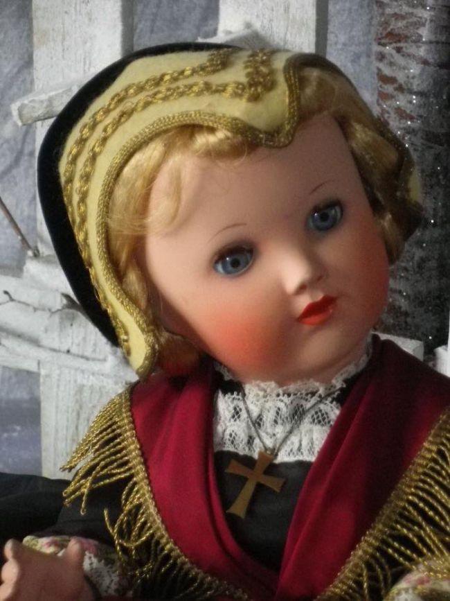 grande poupée folklorique Cadette